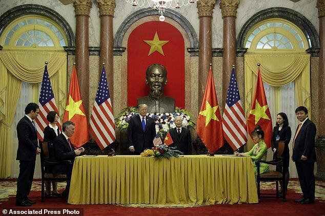 ترامپ در هانوی: بهترین تجهیزات نظامی دنیا را داریم از ما بخرید!
