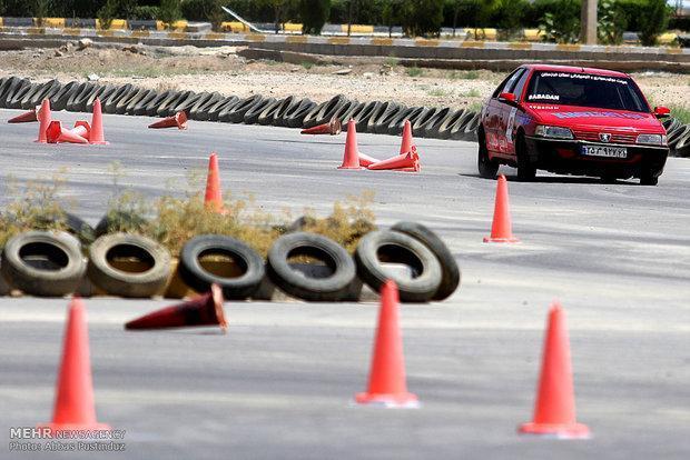 برگزاری مسابقات اتومبیلرانی اسلالوم در قشم