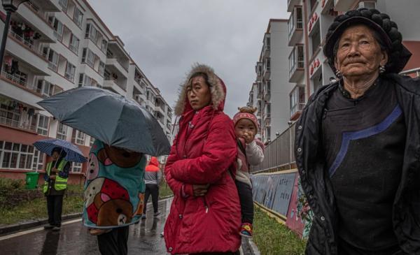 فقرزدایی کامل در چین، انتقال روستائیان به شهرهای کوچک (