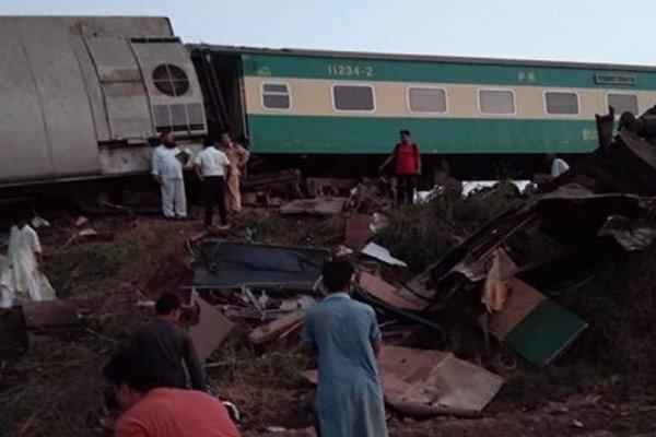 برخورد دو قطار مسافربری در پاکستان، دست کم 36 نفر کشته شدند